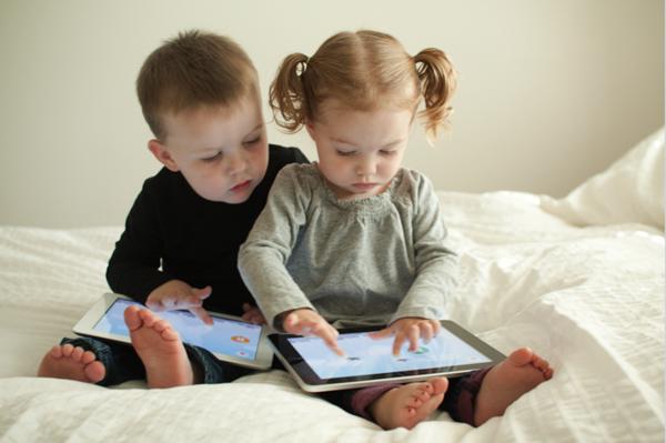 планшет и дети