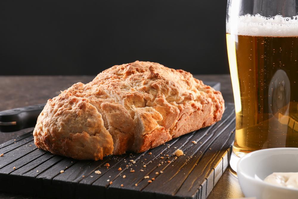 Продукты с глютеном: хлеб, пиво, соус